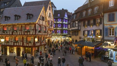 FRANCE, HAUT-RHIN (68), COLMAR, CHRISTMAS ILLUMINATION OF THE ALSATIAN HOUSES OF THE RUE DES MARCHANDS DURING THE CHRISTMAS MARKET OF COLMAR