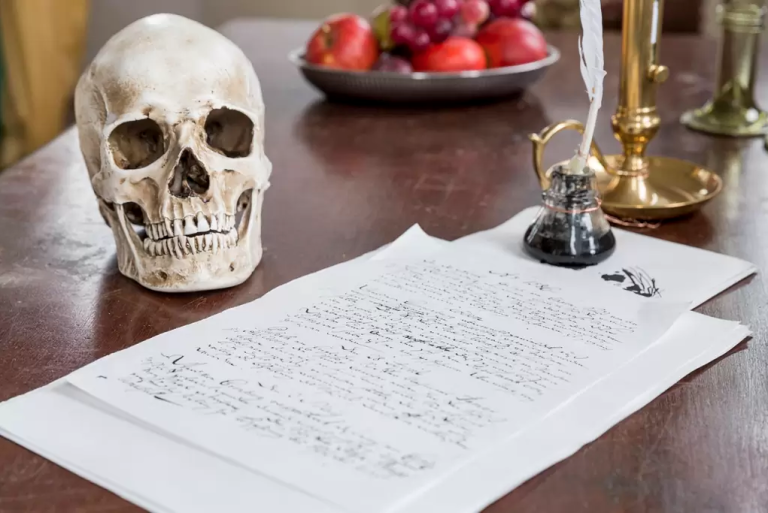 gallery-1460400328-shakespear-desk