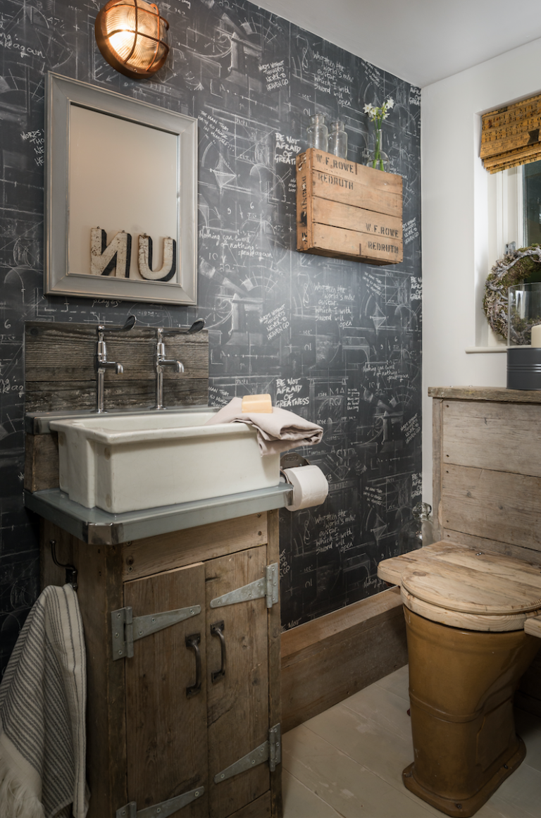 1471959115-syn-clg-1470589058-the-fable-cottage-bathroom-blackboard-chalk-cornwall