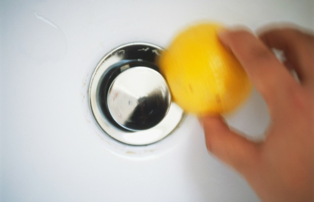 1474049709-syn-hbu-55001ccb998f5-lemons-cleaning-chrome-de