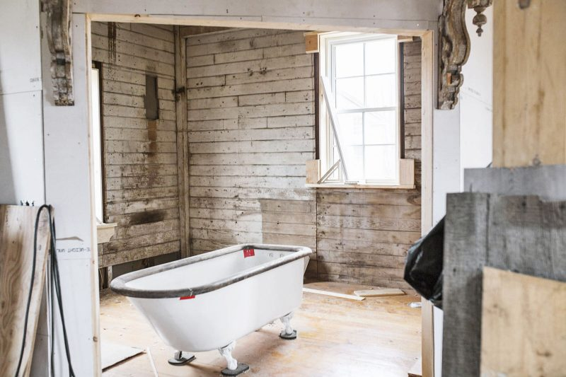 let-there-be-white-bathroom-before-0117