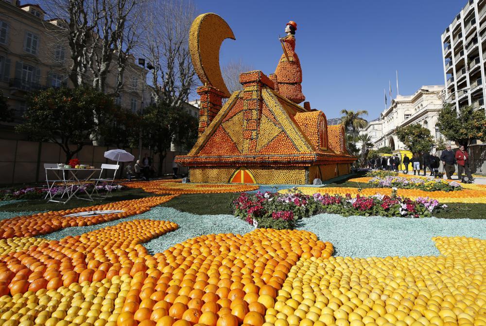 Menton, 2017. február 15. A citromokból és narancsokból készült Nyomorultak nevû alkotás a 84. alkalommal megrendezett citromfesztiválon a Francia Riviérán fekvõ Mentonban 2017. február 15-én. (MTI/EPA/Sebastien Nogier)
