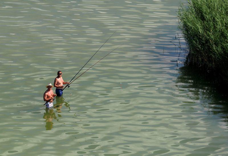 Balatonföldvár, 2011. augusztus 3. Horgászok a Balaton déli partján, Balatonföldváron. MTI Fotó: H. Szabó Sándor